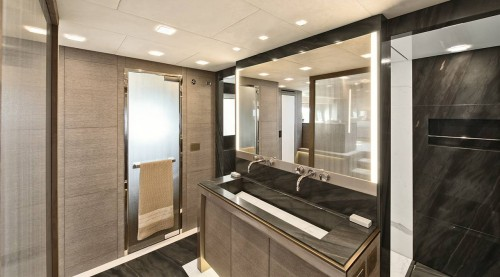 15_mcy105_owners_cabin_ensuite