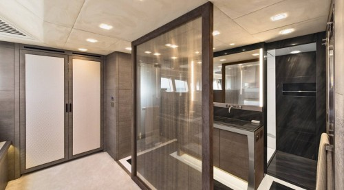 15_mcy105_owners_cabin_ensuite_01