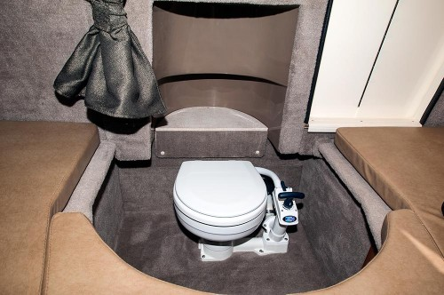 250cr_cabin_toilet