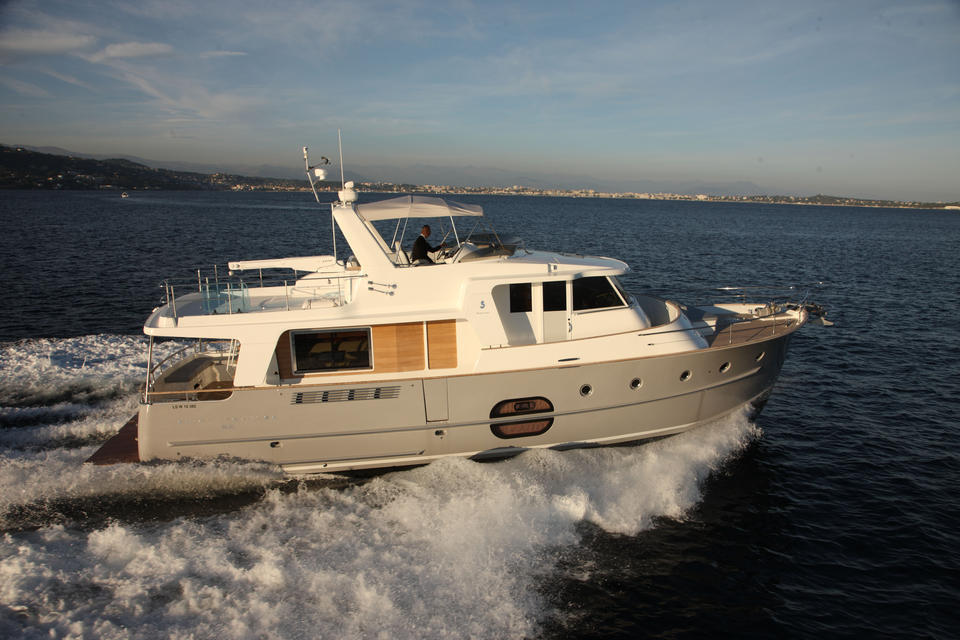 Купить катер Beneteau Swift Trawler 52