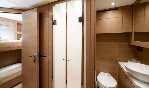 mcy80_crew_cabin_bathroom
