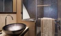 mcy80_guest_ensuite_bathroom_01