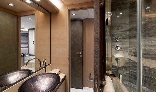 mcy80_vip_ensuite_bathroom_0