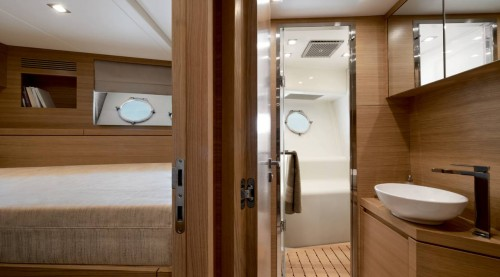 mcy86_crew_cabinbathroom
