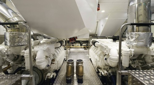 mcy86_engines_room_01