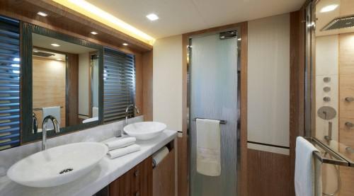 mcy86_owner_cabin_en_suite