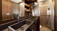 mcy_65_owners_cabin_en_suite_bathroom_02_0
